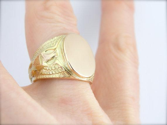Military, US Historical Eagle Signet Ring in Heavy Gold