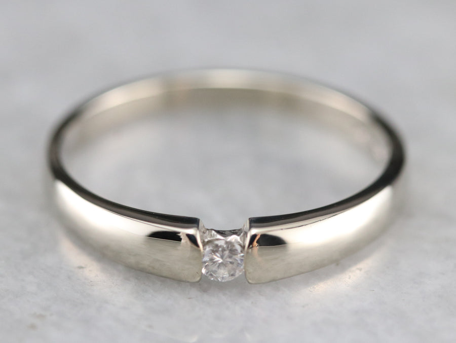 Single Diamond White Gold Wedding Band