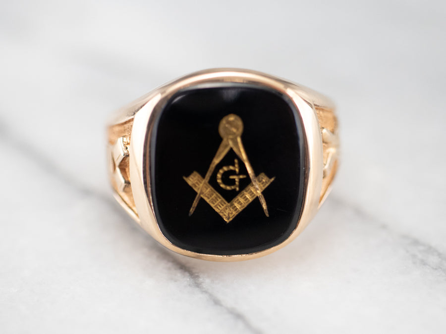 Mid Century Gold and Onyx Masonic Ring
