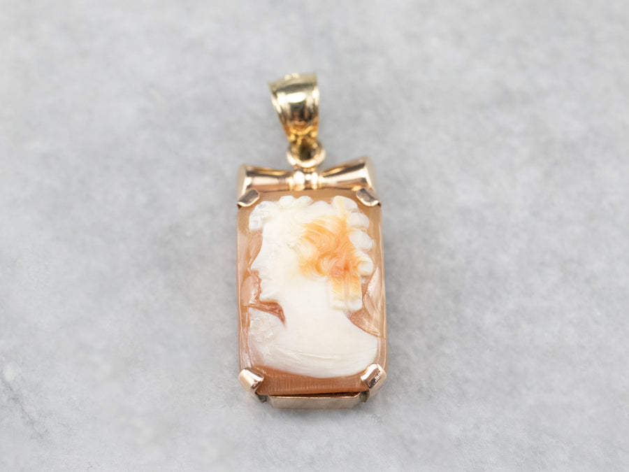 Retro Era Gold Cameo Pendant