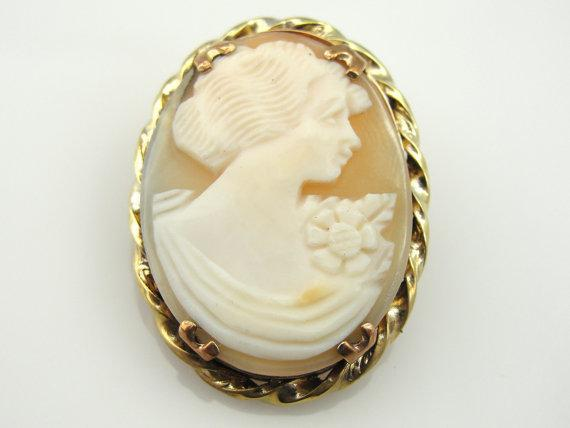 Vintage Gold Carved Shell Cameo Brooch