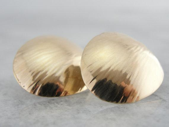 Textured, Curved Disc Stud Earrings in Fine Gold