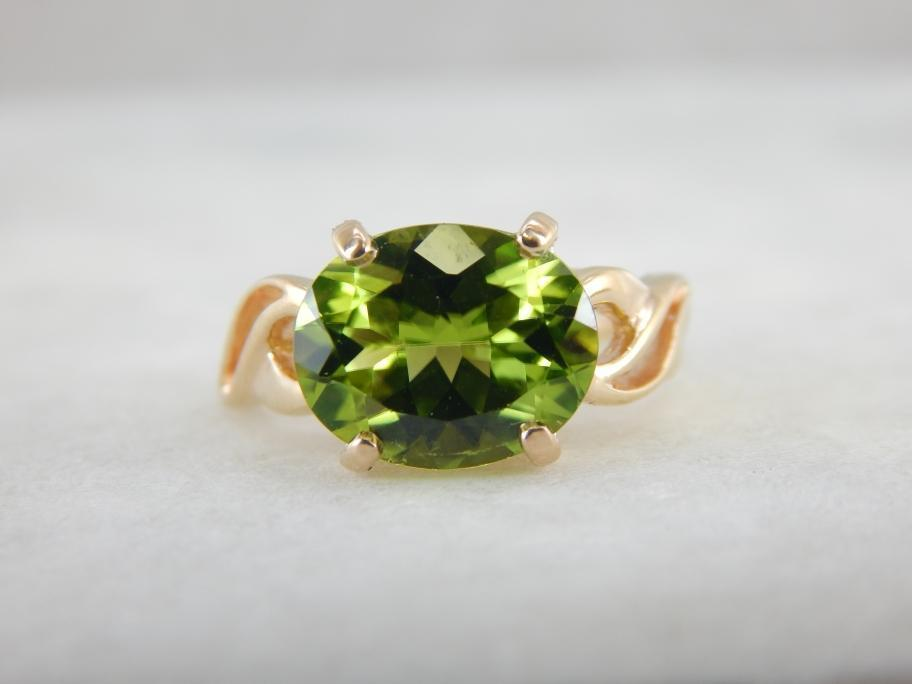 East West Set Peridot Cocktail Ring in Gold