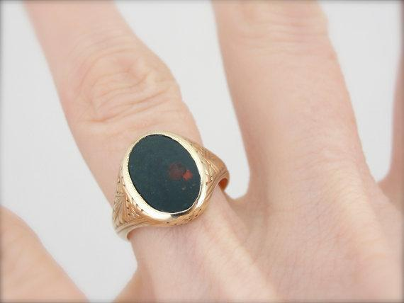 Vintage Small Mens or Ladies Ring, Fine Bloodstone Center