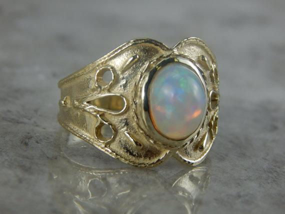 Green Gold and Fine Ethiopian Opal Ladies Ring