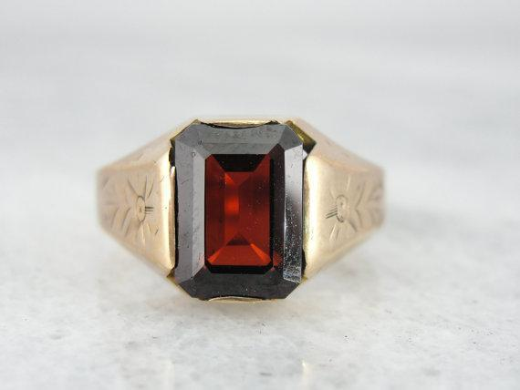 Victorian Unisex Mounting with Beautiful Garnet