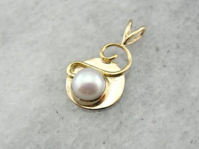 Abstract Pearl Pendant in Yellow Gold