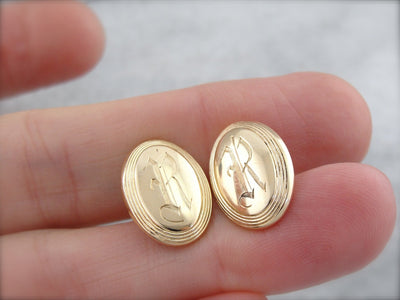 R Monogrammed Cufflinks with Engraved Edge  in Yellow Gold