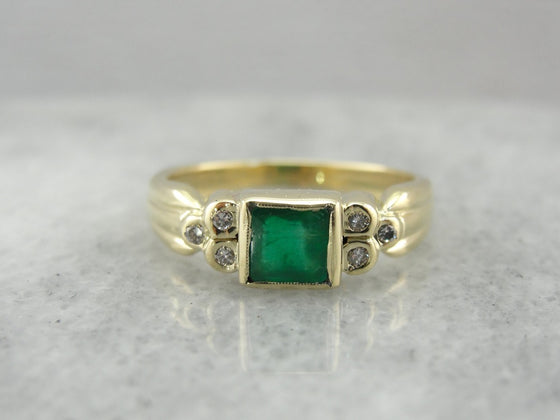 Emerald in Green Gold Vintage Right Hand Ring, Alternative Engagement Ring with Easy to Wear, Bezel Set Stones