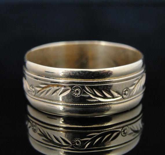 Sweet Vintage Wedding Band with Feather and Posey Pattern
