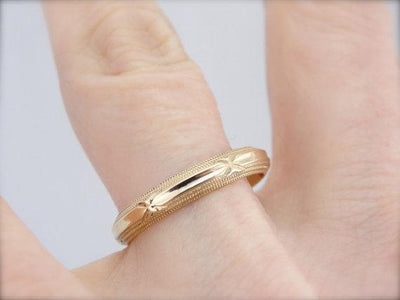 Miigrain and Panel Top Yellow Gold Band