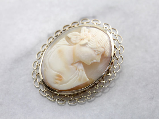 Vintage Shell Cameo Pin or Pendant in Yellow Gold