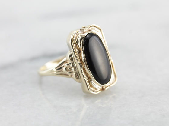 1940's Black Onyx and Shell Cameo Flip Ring in Yellow Gold