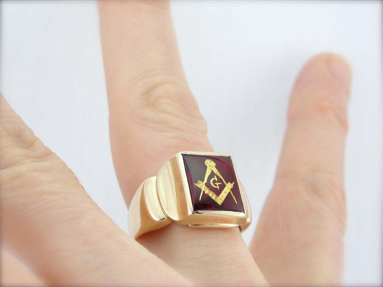 Vintage Red Lodge Ruby Glass Masonic Ring