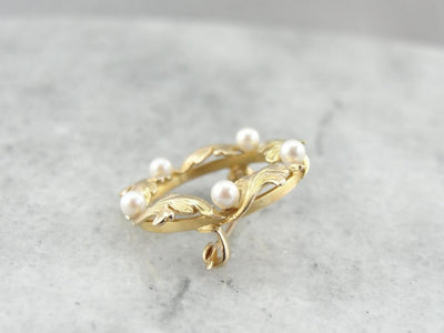 Classical Leaf and Pearl Circle Pin