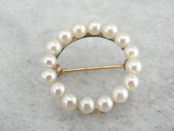 Classic Wreath of Fine Pearls Circle Pin