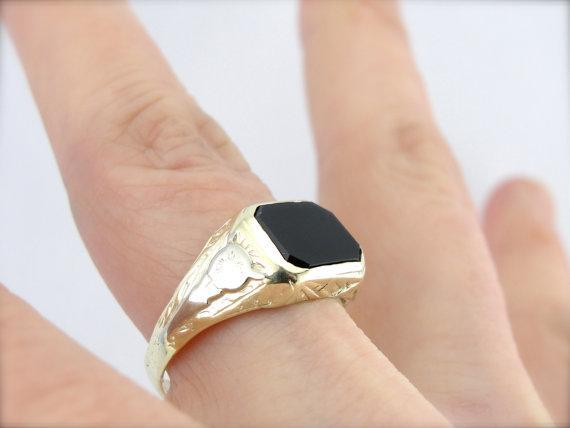 Lovely Green and White Gold, Onyx Ring from Early 1900's