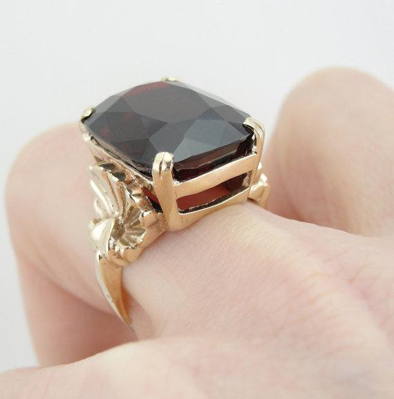 Garnet Cocktail Ring from the Retro Era