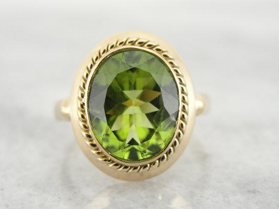 Antique Ladies Ring with Fine Peridot Center