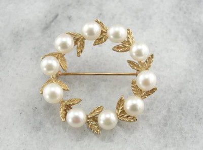 Pearl Etched Wreath Gold Circle Pin