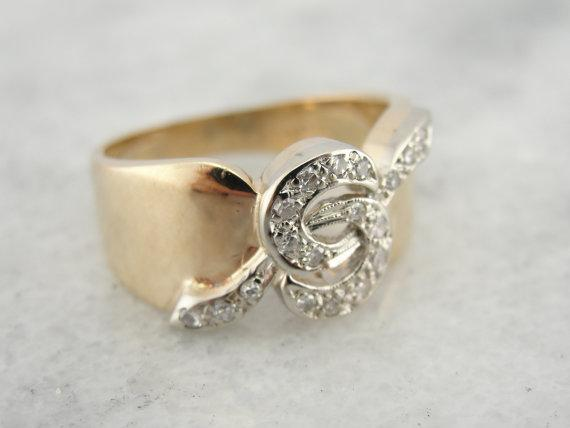 Twisting Yellow Gold Band Diamond Cocktail Ring