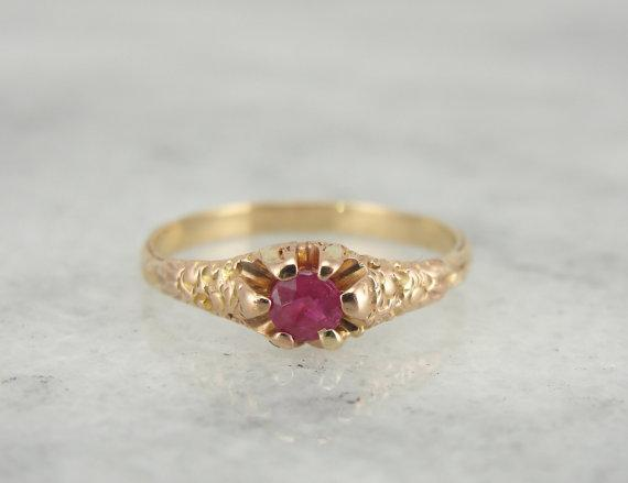 Victorian Yellow Gold Belcher Setting with Ruby Center