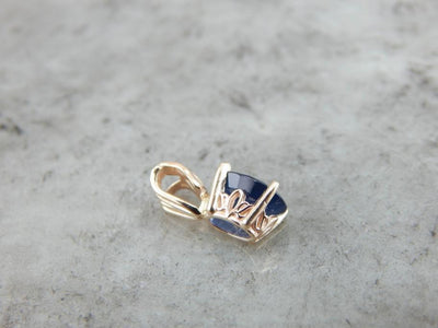 Single Sapphire Set in Gold for a Pretty Pendant