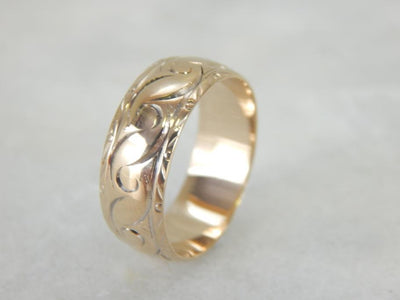 Vintage Yellow Gold Patterned Wedding Band