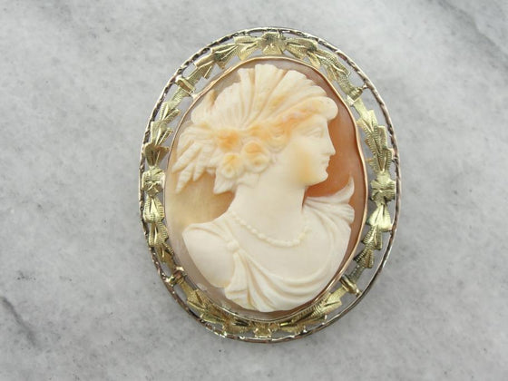 Art Nouveau Cameo Brooch with Green Gold Frame