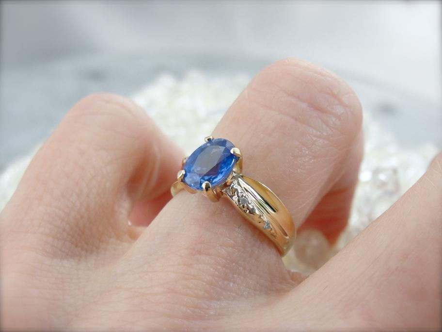 Twisting and Elegant Sapphire Ring with Diamond Accents