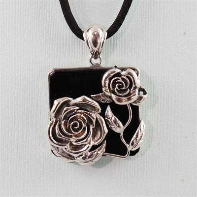 Handcrafted Agate Roses Necklace