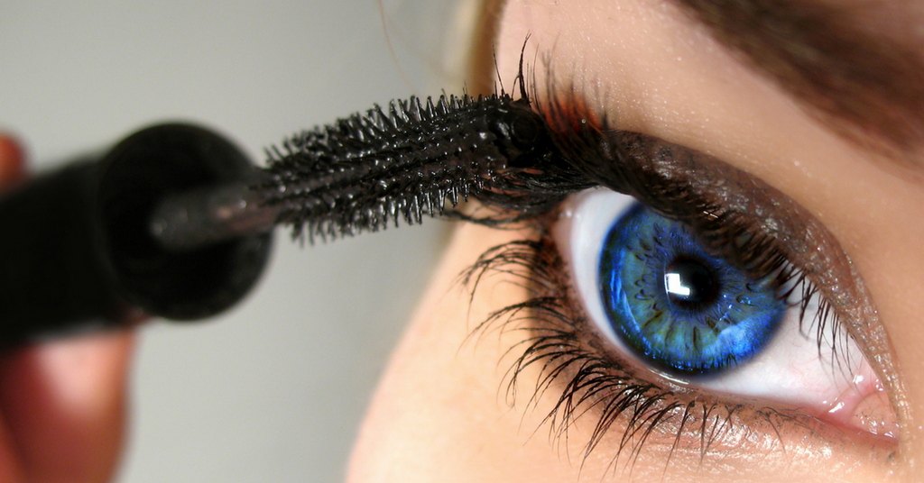 5 Clever Ways To Make Your Eyes Look Bigger With Makeup