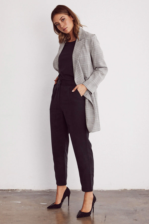 VETTA The Every Day Pant capsule wardrobe