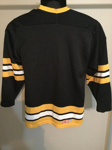 b53be544d ... Retro Boston Bruins Men s Small Hockey Jersey (poor condition)