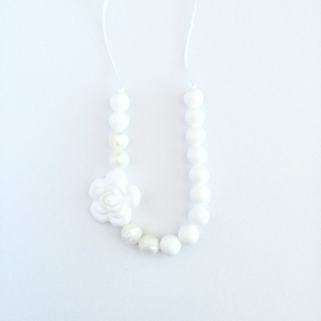 Teething Necklace Floral - Classic White