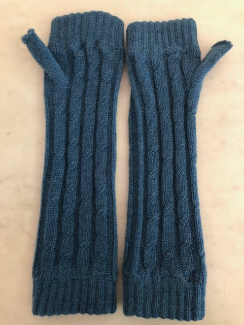 4-ply cable knit cashmere wristwarmers - Teal