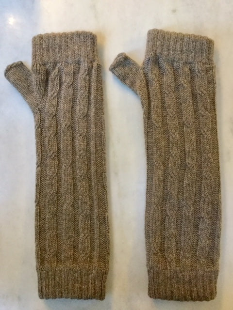 4-ply cable knit cashmere wristwarmers - Elk