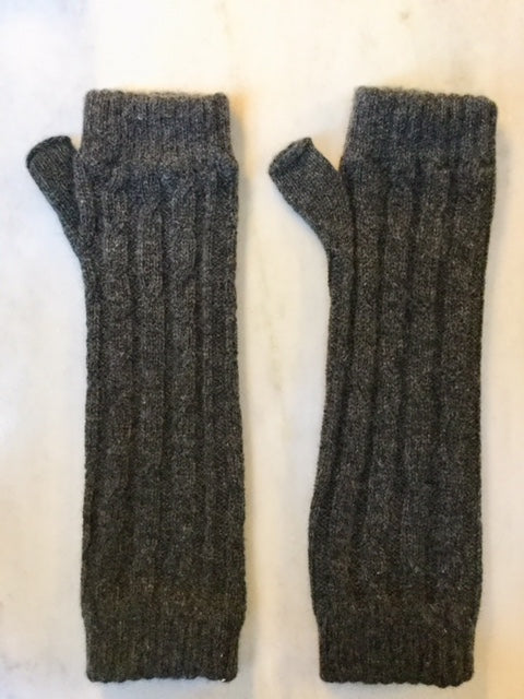 4-ply cable knit cashmere wristwarmers - Charcoal