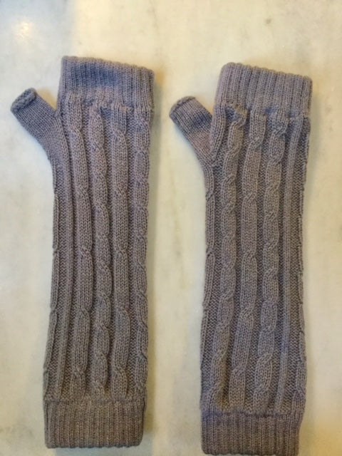 4-ply cable knit cashmere wristwarmers - Pietra