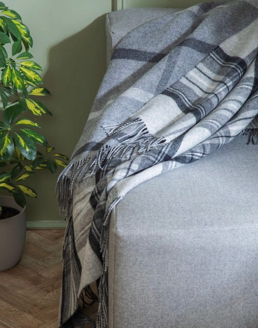 Lambswool Double Face Check Throw | Grey