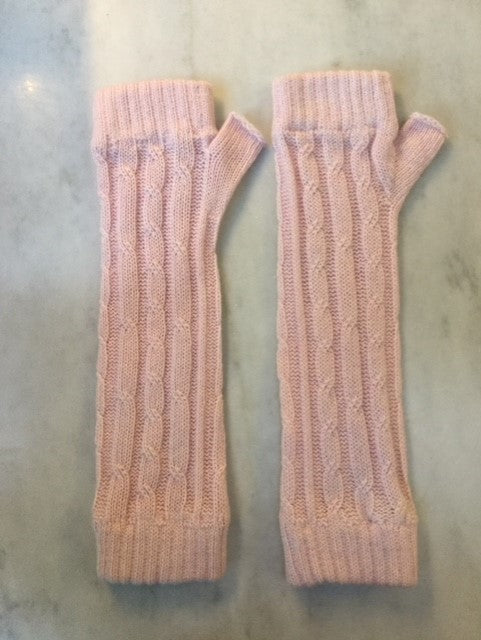 4-ply cable knit cashmere wristwarmers - Tea Rose
