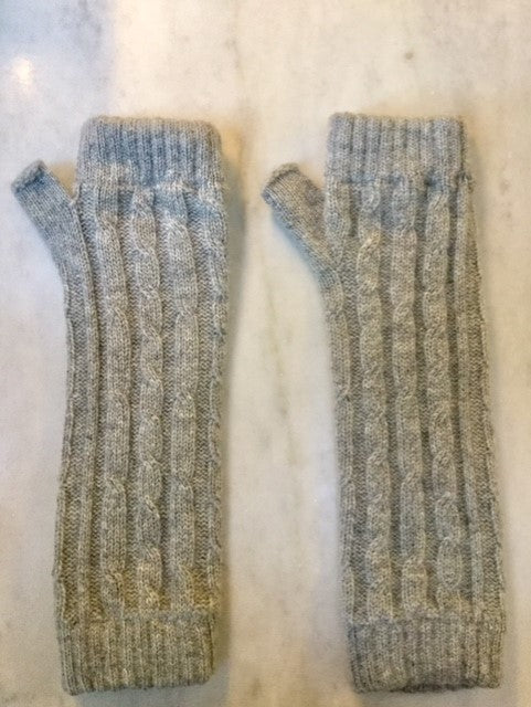 4-ply cable knit cashmere wristwarmers - Felt Grey