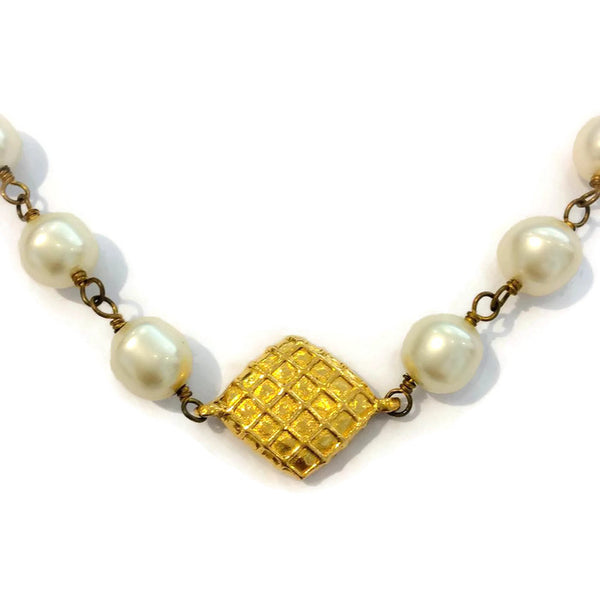 Vintage Pearl Necklace by Chanel detail