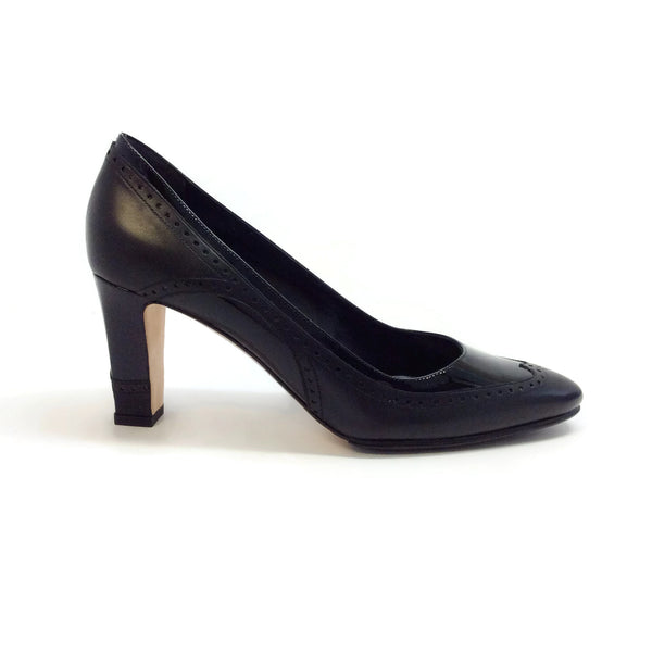 Manolo Blahnik Black Calf / Patent Prix 70 Pumps