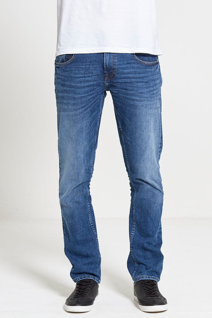 Maverick Slim Straight Stretch Jeans in Mid Wash
