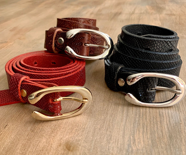 Women's thin belt handcrafted from black natural leather with snake design WB101294/25FD