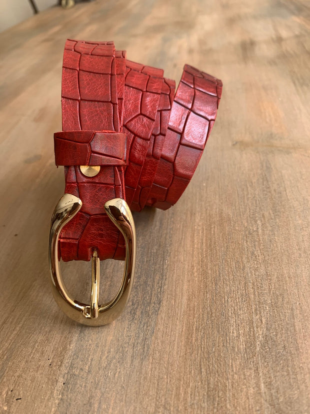Women's thin belt handcrafted from red natural leather with croco design WB101294/25GKR