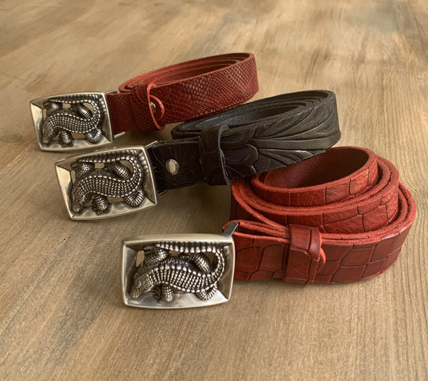 Women's thin belt handcrafted from red natural leather with croco design WB10976/25FD