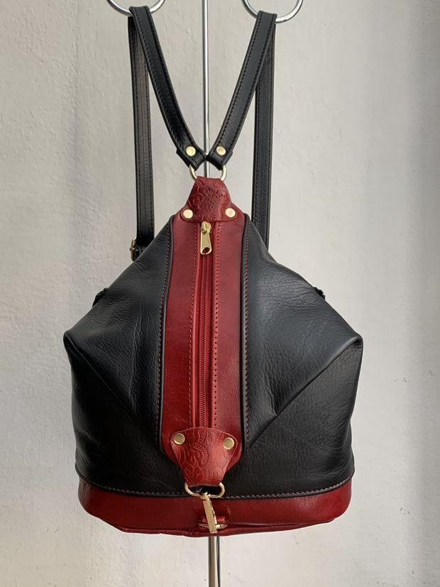 """Argo"" - small backpack handcrafted from soft black leather with red details WT/67MKK"