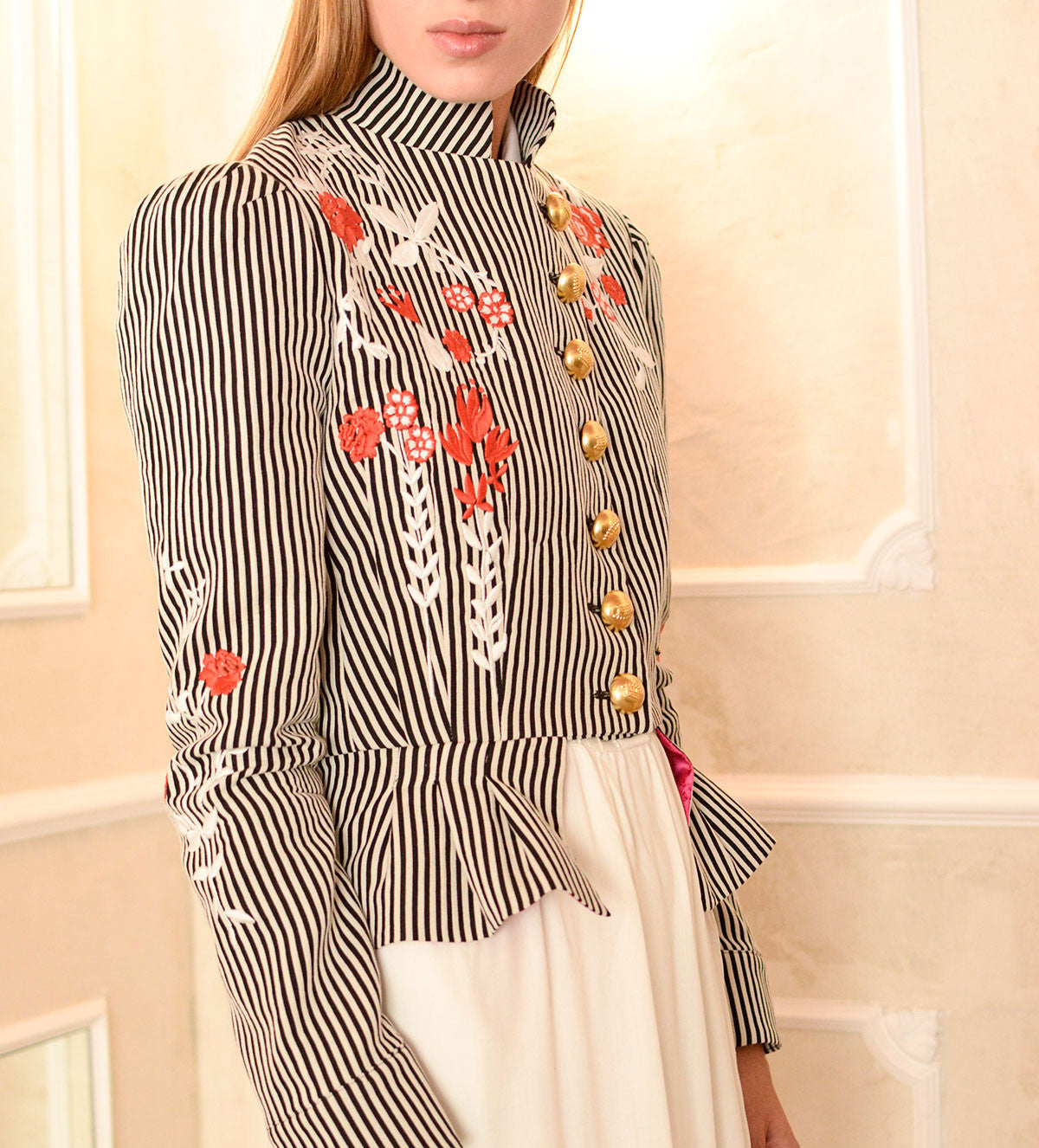 Embroidered with gold stars and shields, our Cortés Parches jacket is one of our most aristocratic jackets.
